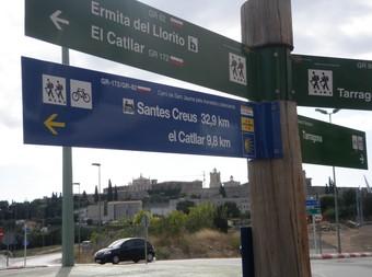 El format dels senyals –el primer està darrere del cementiri de Tarragona, en direcció al Llorito– correspon a la senyalització rural de Turisme de la Generalitat, amb pals de tres metres d'altura i banderoles indicadores. Les del camí de Sant Jaume tenen la particularitat de ser de color blau, l'estàndard en les senyalitzacions jacobees a Europa, amb el símbol de la vieira. Ò.M.J