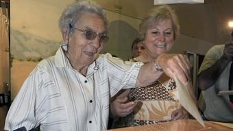 Una urna electoral el 13 de setembre a Arenys de Munt.  EFE