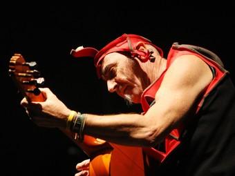 Pau Riba, un dels integrants de l'antologia, en un concert a les Fires de Sant Narcís de Girona, el mes passat.  LLUÍS SERRAT