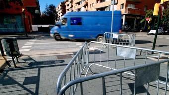 Tanques protectores a la plaça Prudenci Bertrana de Girona.  FOTO: J.SOLER