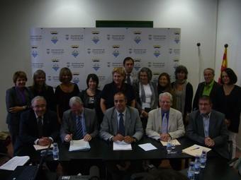 Els membres de la nova comissió, ahir a Premià de Mar. /  GERARD ARIÑO
