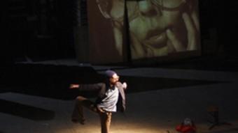 Un moment de l'espectacle de Leo Castro. /  J. BOVER