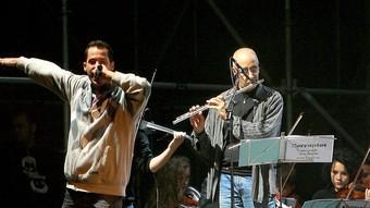 Saiko & DJ Joker, ahir a la Copa, amb el Taller d'Orquestra.  MANEL LLADÓ