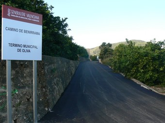 Estat en que ha quedat el camí de Benirrama després de les obres d'asfaltat. /  CEDIDA