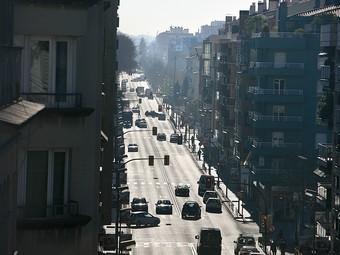 Una vista aèria de la carretera Barcelona de Girona, en el seu tram més cèntric de la ciutat.  MANEL LLADÓ