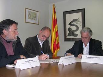 Signatura del conveni pel museu del Bosc de sant Celoni amb Martí Boada, Jorge Wagensberg i l'alcalde Deulofeu