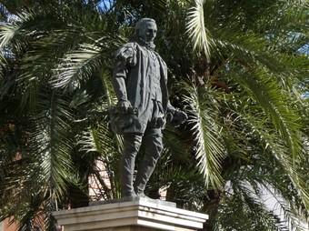 Monument escultòric del Duc de Gandia a la plaça de l'Ajuntament. /  ESCORCOLL