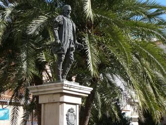 Monument al IV Duc de Gandia a la plaça Major. /  ESCORCOLL
