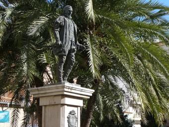 Monument al quart Duc de Gandia a la plaça del poble. /  ESCORCOLL