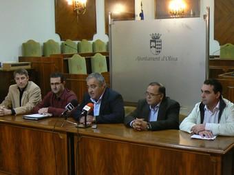 L'alcalde i els representants de tots els grups polítics en conferència de premsa. /  CEDIDA