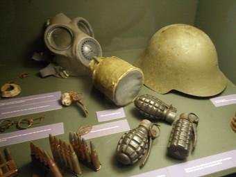 Alguns dels objectes que s'exposen al centre d'interpretació Soldats a la trinxera, que el Comebe té a Vilalba dels Arcs.  JUDIT FERNÁNDEZ