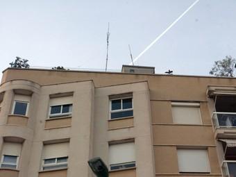 L'antena il·legal és al carrer Miguel de Servet, 22, a Sant Pere i Sant Pau.  JUDIT FERNÀNDEZ