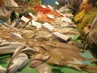Parada de peix a les pescateries del poble. /  ARXIU