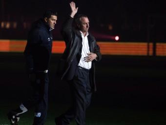 Cruyff saluda a l'afició el dia del seu debut O.DURAN