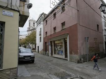 Vilallonga vol afavorir la continuïtat del comerç al nucli antic. /  JOSÉ CARLOS LEÓN