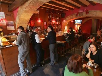 El bar musical El Candil de Tarragona, on l'entrada demà serà gratuïta per festejar el nou any.  MARTA MARTÍNEZ