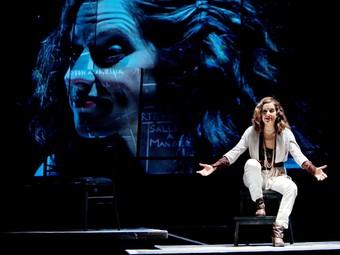 Sílvia Reza monologa al teatre en una comèdia espanyola. /  CEDIDA