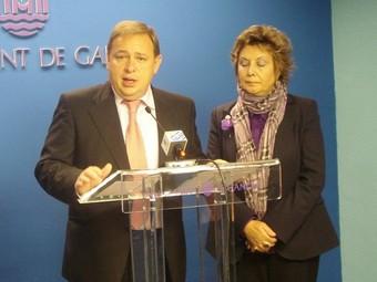 L'Alcalde de Gandia en conferència de premsa amb la regidora de Cultura. /  ARXIU