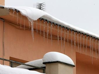 Les baixes temperatures, tot i que habituals per l'època, van deixar estampes com aquesta del municipi de Sant Hilari Sacalm.  MANEL LLADÓ