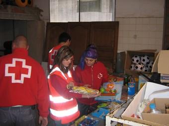El voluntariat de la Creu Roja local s'encarregà de posar a punt les joguines. /  CEDIDA