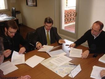 La signatura del conveni entre l'Ajuntament i la Fundació Baix Montseny.