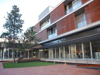 L'edifici, des del jardí interior. M.L