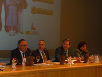 Representants de la Generalitat i de l'estat, dirigint-se als assistents al costat del president de la XATIC, Pere Navarro.  M.C.B