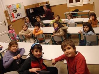 Alumnes d'una classes d'iniciació, ahir, a l'escola Robert Gerhard.  A. ESTALLO