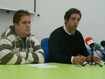 El regidor i el president del Consell Local de la Joventut, presenten la proposta. /  CEDIDA