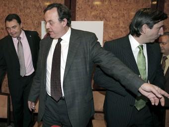 El gerent i el president de l'AMAC, en primer terme, entre els alcaldes de Yebra i Ascó, ahir a Madrid.  EFE