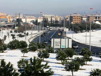 L'entrada ae Girona per Mas Gri ben nevada, ahir al matí. MANEL LLADÓ