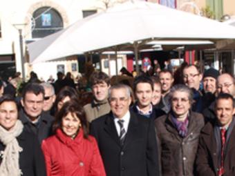 Els visitants amb el batlle de Perpinyà, Jean-Marc Pujol.