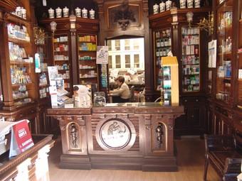 La farmàcia Viscasillas va ser fundada l'any 1867 i es troba al centre històric de Valls.  A. ESTALLO