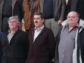 Foto de família dels alcaldes i representants de sectors contraris a l'actual proposta de parc. A.V