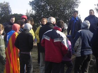 Els participants en arribar al cim del puig Montori, a Parlavà.