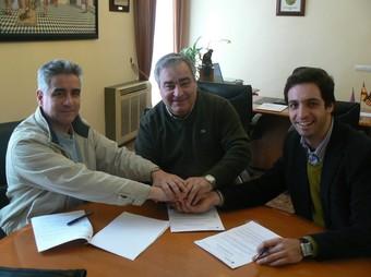 Imatge dels protagonistes al despatx de l'Alcaldia. /  CEDIDA