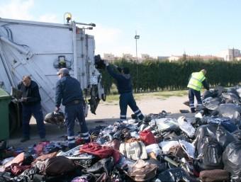 La Policia Local de Roses va destruir el 2010 tres tones de material il·legal comissat.