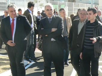 El Delegat del Govern, Ricardo Peralta, passeja el Parc viari junt amb l'alcalde. / CEDIDA.