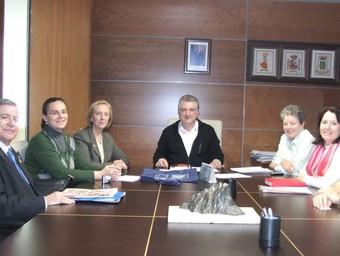 L'alcalde Ximo Tur, amb la directora general de Ciutadania i altres representants. /  CEDIDA