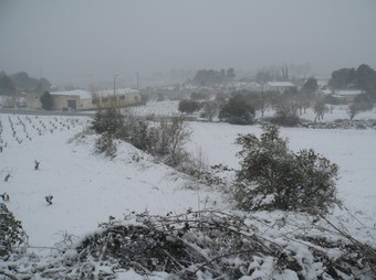 Vista de Sant Quintí de Mediona durant el temporal de neu d'ahir. C.M.