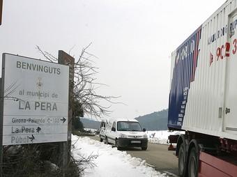 Un dels molts generadors que s'han instal·lat a la comarca del Baix Empordà. A la imatge el que hi ha al poble de la Pera./  MANEL LLADÓ