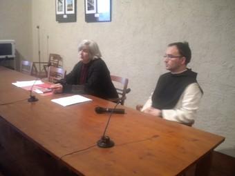 A l'esquerra, Esther de Waal, qui ahir va fer a Poblet una conferència sobre la regla de Sant Benet.  G. P