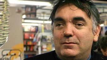 Joan Daniel Bezsonoff a l'aparador de la llibreria 22 de Girona. M. LLADÓ