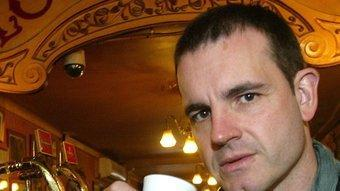 Jordi Llavina pren un cafè al London Bar del carrer Nou de la Rambla de Barcelona. QUIM PUIG