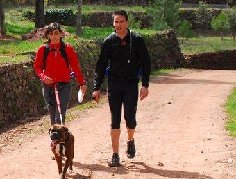 La cursa es pot fer de manera individual, en família, amb amics o acompanyats de la mascota. /  SORTIM