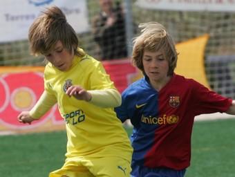 Un duel aleví entre el Vila-real i l'escola del Barça, l'any passat.  /M.M