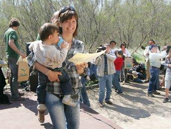 Els 200 nadons nascuts el 2009 van rebre un diploma. M. Martínez