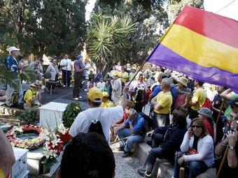 Participants en l'activitat de l'any passat al cementiri d'Alacant. /  ARXIU