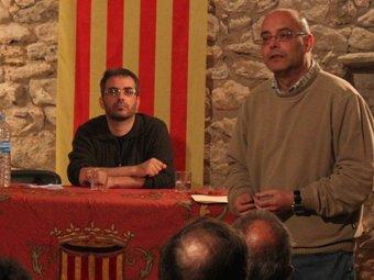Un moment de la xerrada col·loqui, amb Martinoy, dret, i Margall.