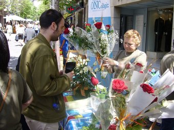 Una parada de roses de la Riera de Mataró./  LL.M